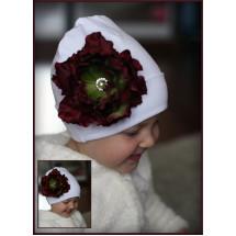 Шапка белая весенняя роза с древовидным пионом