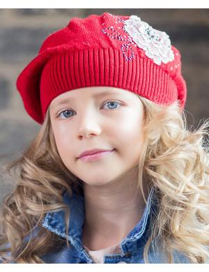 Берет весенний красного цвета на девочку с цветком Георгина